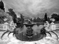 V4BW1  Italian Gardens, Kensington Park, London